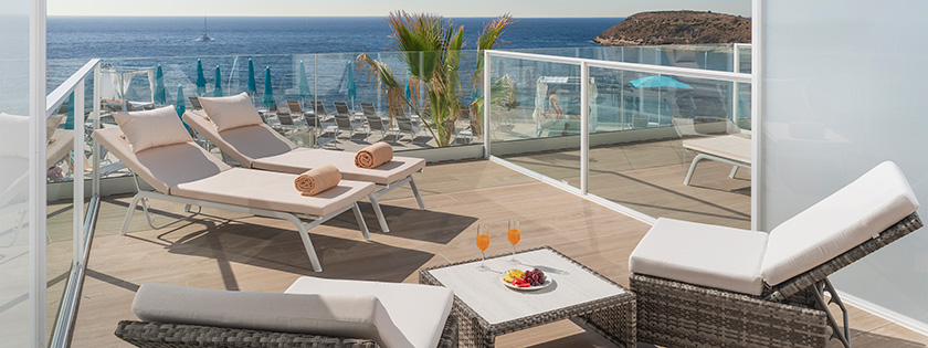 Amplia terraza Doble Neptuno Priority Location Vista Mar