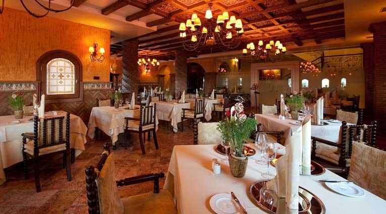 Typisches spanisches Essen in eine luxuriöse Atmosphäre Hotel Elba Estepona