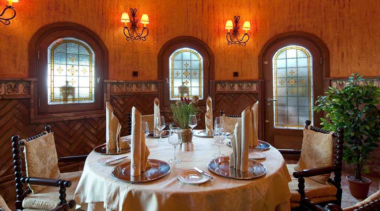Décoration et cuisine exquise à l'Hôtel Elba Estepona