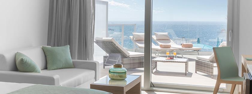 Terraza con vistas al mar mediterráneo