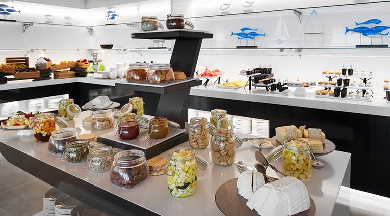 Buffet desayuno en el Restaurante The Galley