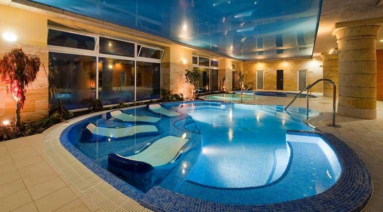 3 piscinas climatizadas de agua de mar en el Hotel Elba Estepona