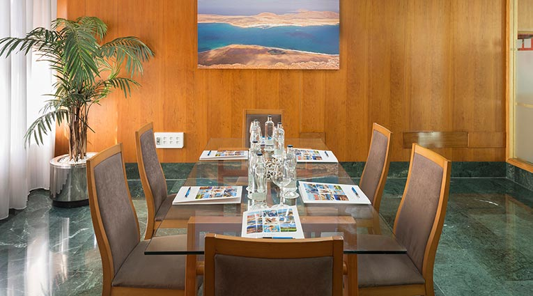 Mesa reuniones Hotel Elba Vecindario
