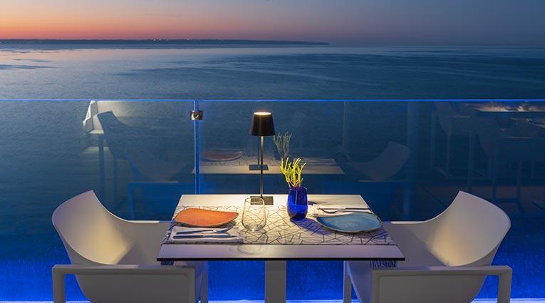 Atardecer mesa para dos con vistas al mediterráneo