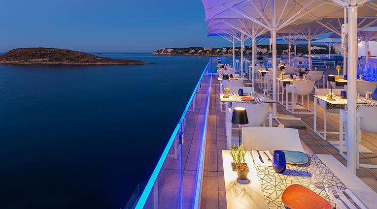 Atardecer con vistas al mediterráneo en la terraza del Restaurante The Bow