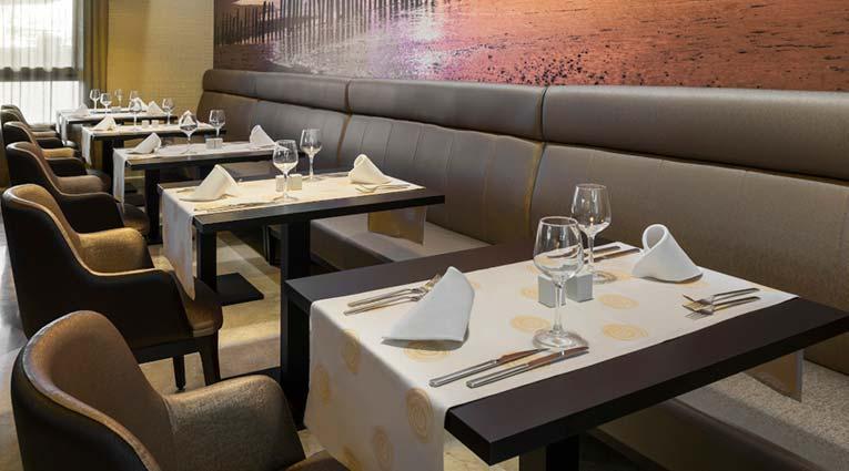 Mesas en el Restaurante Buffet Bahia