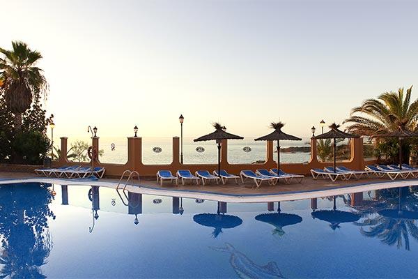 Vista al Atlántico desde la piscina del Castillo San Jorge
