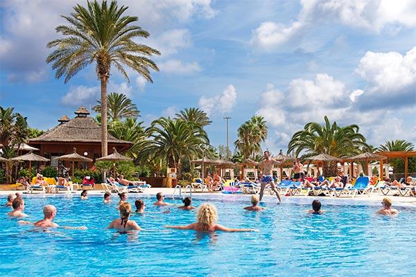 Aquagym y animación en la piscina del Hotel Elba Carlota