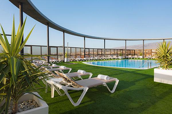 Piscina terraza Hotel Elba Vecindario