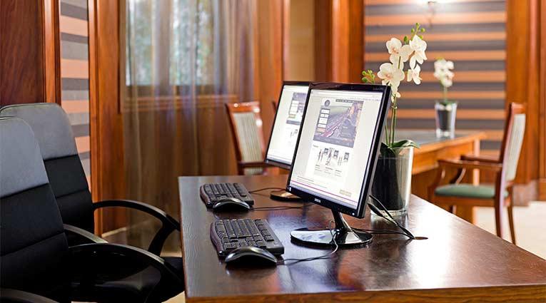 Internet corner en la recepción del hotel