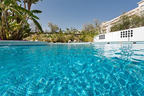 Piscina hotel Elba Motril