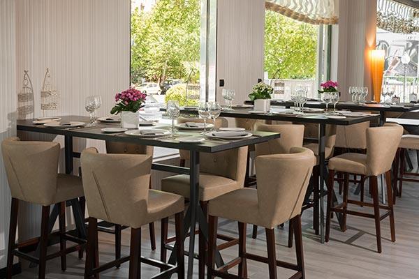 Mesas para desayunar en el a476