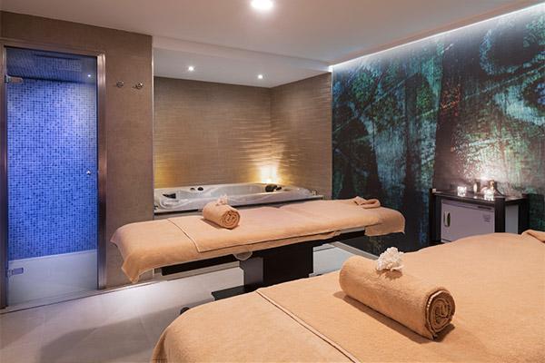 Cabina para los tratamientos en pareja en el Thalasso Spa