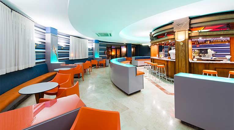 Bar cafetería del hotel