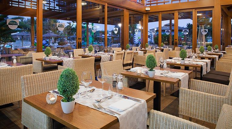 Vista interior restaurante Brasserie