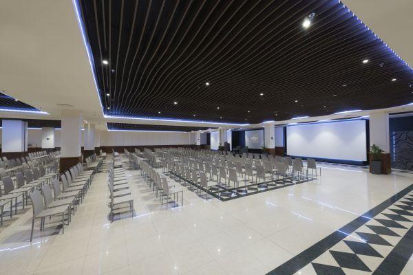 Amplios salones para eventos y celebraciones