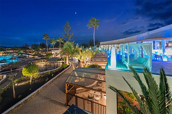 Espectacular vista de la piscina desde la terraza bar el mirador