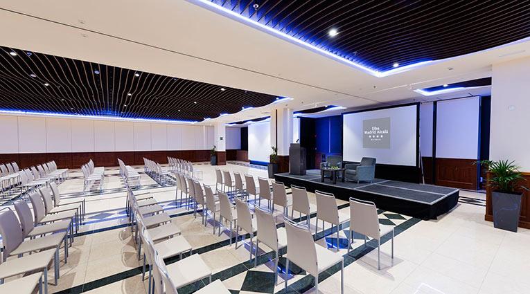Amplios Salones con luz natural