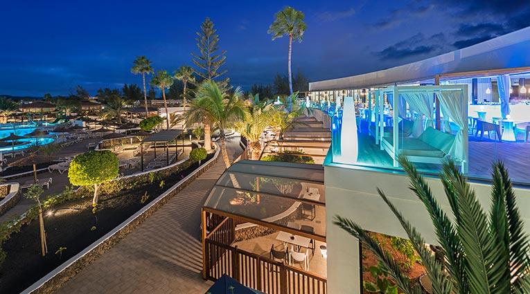 Espectacular vista de la piscina desde la terraza del restaurante el mirador
