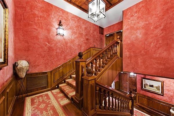 Vista escalera pasillo habitaciones