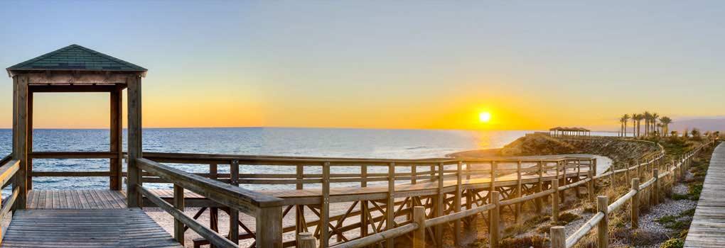 Vista atardecer desde la bahía de Almería