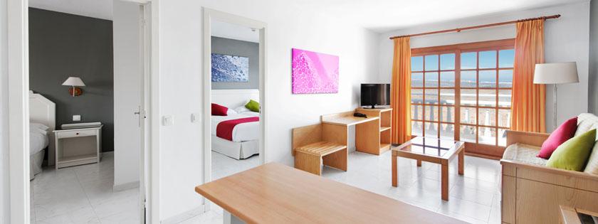 Amplio salón apartamento con 2 habitaciones en Elba Castillo San Jorge Antigua