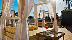 Pool und balinesischen Betten | Elba Premium Suites Lanzarote
