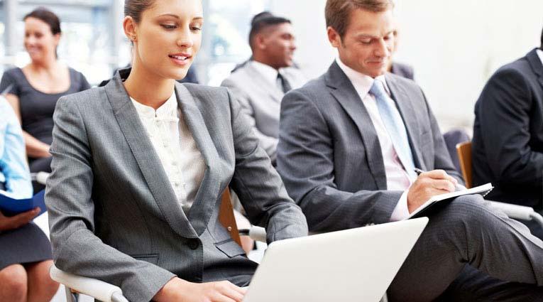 Grupo de ejecutivos en un evento empresarial