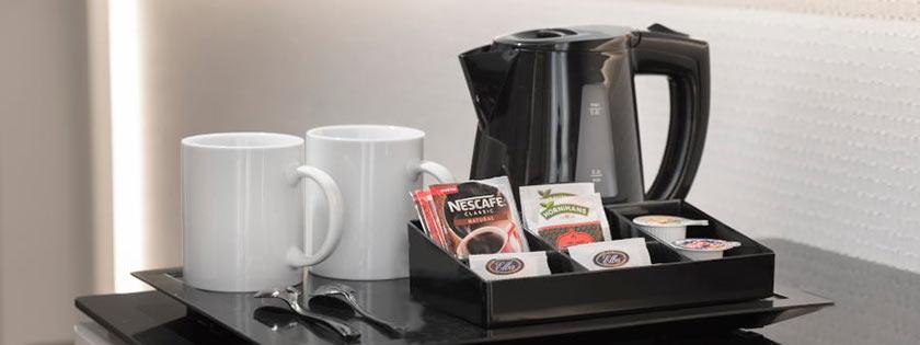 Facilidades para café y té habitación doble Familiar