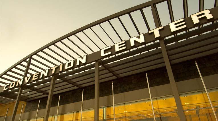 Vista de la fachada del centro de convenciones