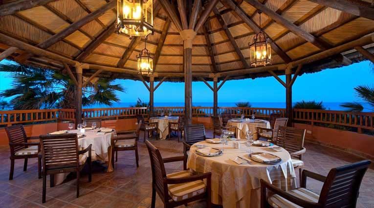 Terrasse gegenüber des Meers des Restaurants Al Andalus von Elba Estepona