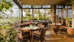 Cafetería Hoyo 19 con vistas al campo de Golf en Hotel Elba Palace