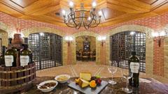 Beste Weine und Brandies mit Ursprungsbezeichnungen im Weinkeller des Hotel Elba Palace