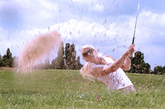 Ponte en forma practicando golf