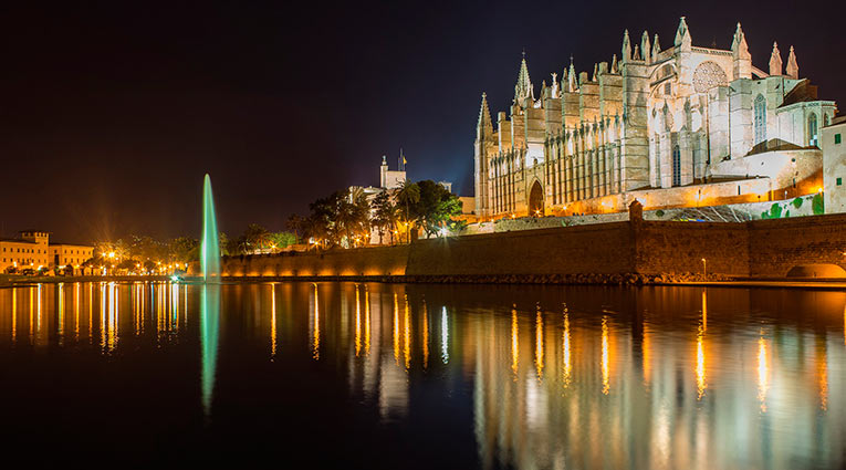 mallorca_quehacer_turismo_palma_catedral_noche