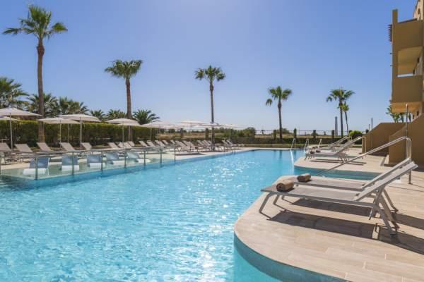 Ambiente relax en la piscina Solo Adultos