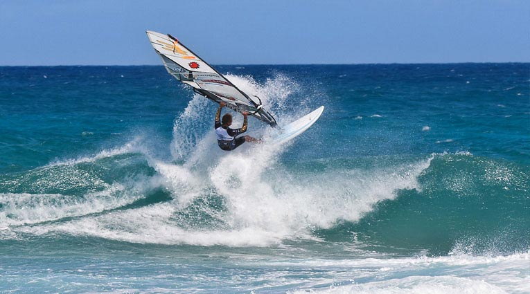 Windsurf en una playa de Fuerteventura