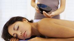 Mujer recibiendo tratamiento revitalizante