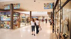 Tiendas en el centro comercial Atlántico Fuerteventura