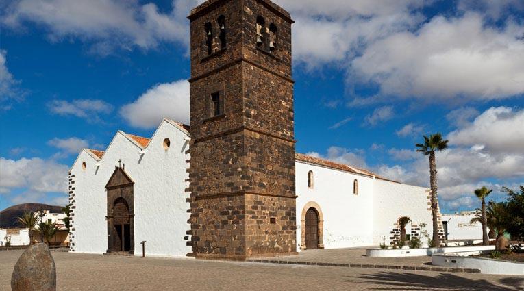 Vista de iglesia en Fuerteventura