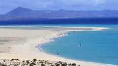 Vista de playa paradisíaca en Fuerteventura