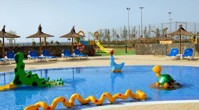 Vista de la piscina infantil del hotel