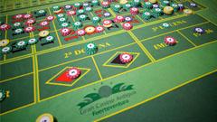 Detalle mesa de juegos en el casino