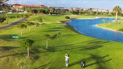 Vista del lago en el campo de golf