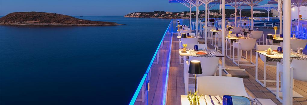 Vista del mar mediterráneo desde la terraza del Restaurante The Bow