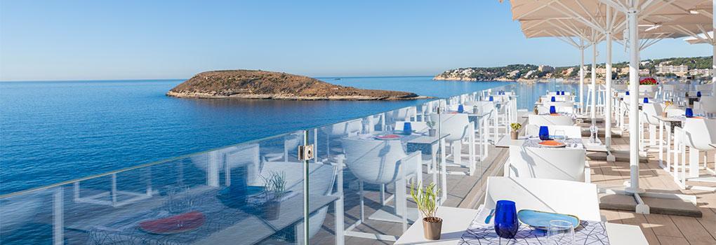 Vista diurna mar mediterráneo desde las mesas restaurante The Bow
