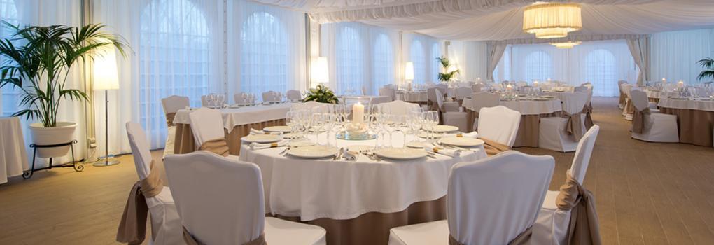 Elegante carpa exterior para bodas y celebraciones