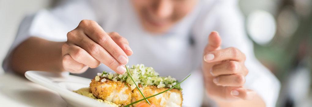 Chef preparando plato Hotel Elba Madrid