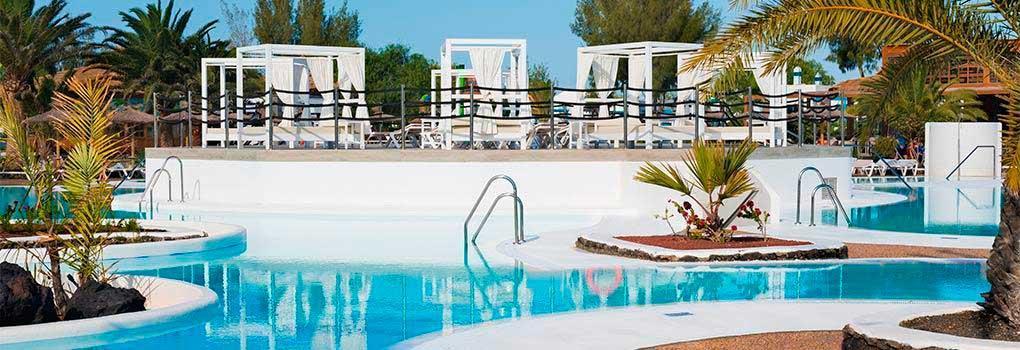 Camas balinesas en la piscina del Hotel Ela Lanzarote