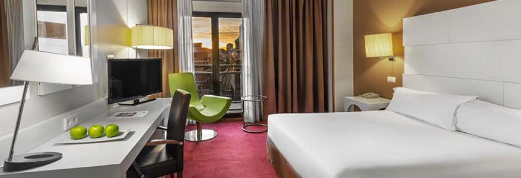 Zona de escritorio en habitación Hotel Elba Madrid